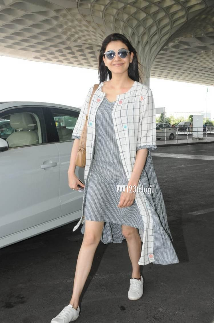 #KajalAggarwal latest picture from airport @MsKajalAggarwal<br>http://pic.twitter.com/hUDrrsOnM4