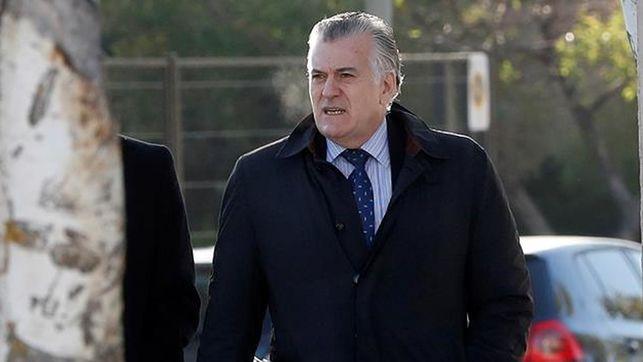 #ÚLTIMAHORA Luis Bárcenas, condenado a 33 años de cárcel y Francisco Correa a 51 por el caso Gürtel https://t.co/8xF0kokxuk