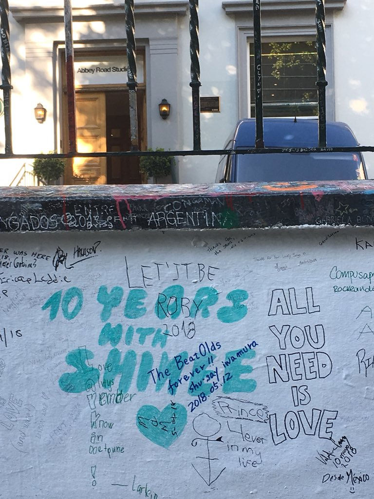 [PIC] 180524 A fan left a messages for SHINee 10th Debut Anniversarry on Abbey Road Wall in London cr: ciri134 <br>http://pic.twitter.com/k1PpJGUvDA