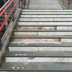 @Evitafication - @NS_online Goedemorgen NS, bij station Barendrecht is de trap richting het industrieterrein beschadigd (zie foto) https://t.co/LpkS0187se