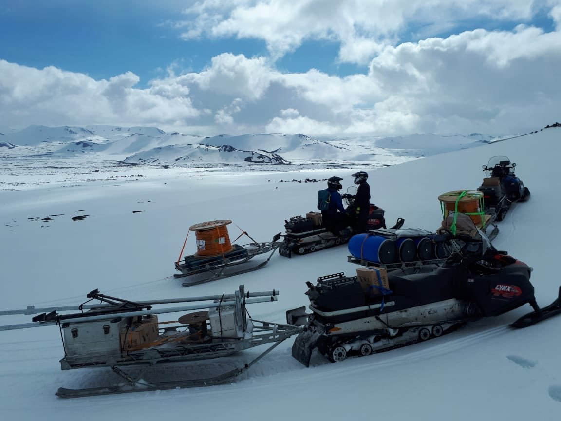 test Twitter Media - The field season of the DIAS led HERSK project started last week when Icelandic Met Office engineers transported seismic gear with skidoos onto Hekla volcano. The HEkla Real-time Seimic networK project is funded by the GSI shortcall program and led by Martin Möllhoff at DIAS. https://t.co/vJprapBfUx