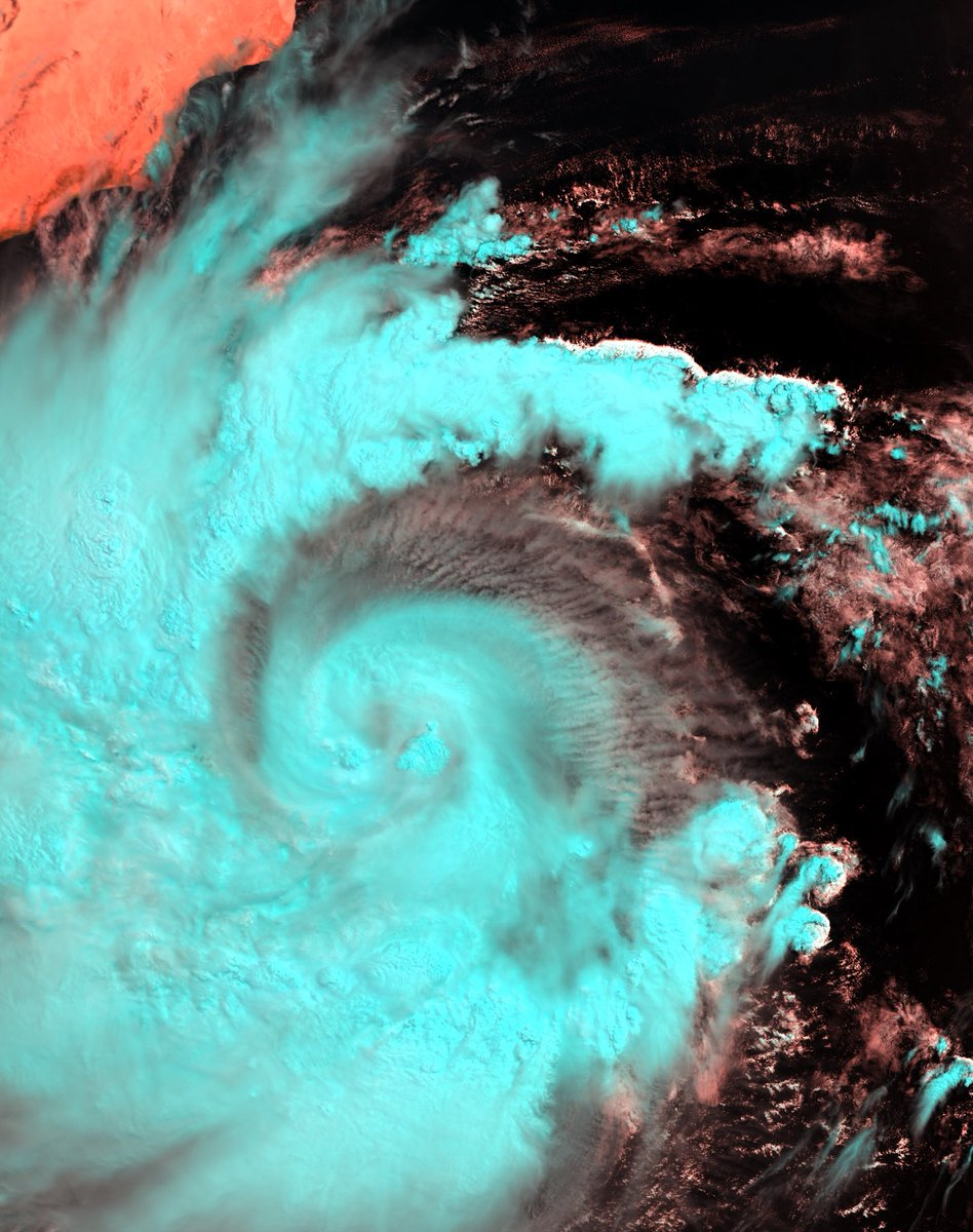 #Mekunu, a  tropical cyclone in the Arabian Sea is expected to intensify and make landfall in the Arabian Peninsula A north to northwest track will bring the risk for life-threatening impacts to Oman and Yemen. Here it is as seen yesterday by our #Sentinel3 #SLSTR instrument<br>http://pic.twitter.com/eAmSsQxcle