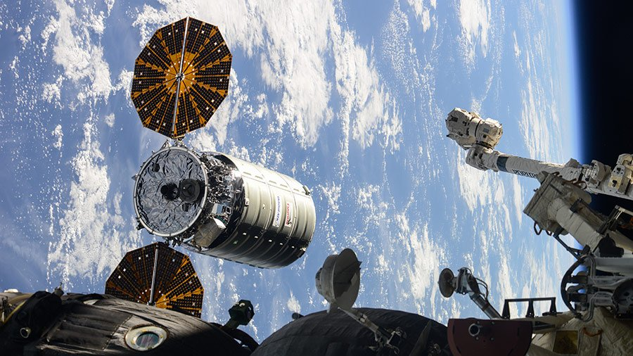 Live @NASA TV coverage has started as the International Space Station and @OrbitalATK #Cygnus flight control teams proceed toward capture at approximately 5:20am ET. #AskNASA https://t.co/AtjRR4rvoN