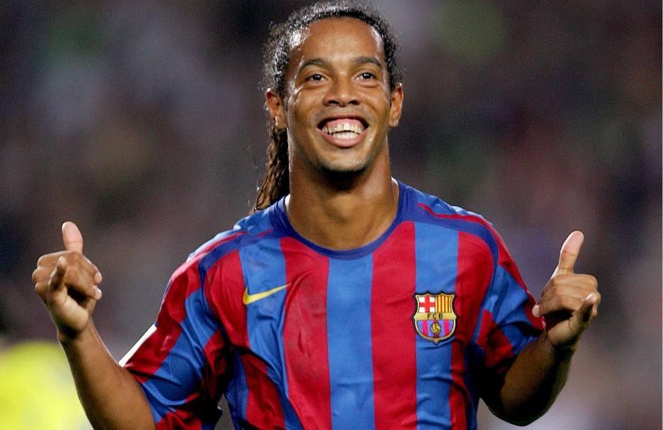 >@esportefera Ronaldinho vai casar com suas duas namoradas em mansão no Rio de Janeiro https://t.co/FFiUYSFUZ9