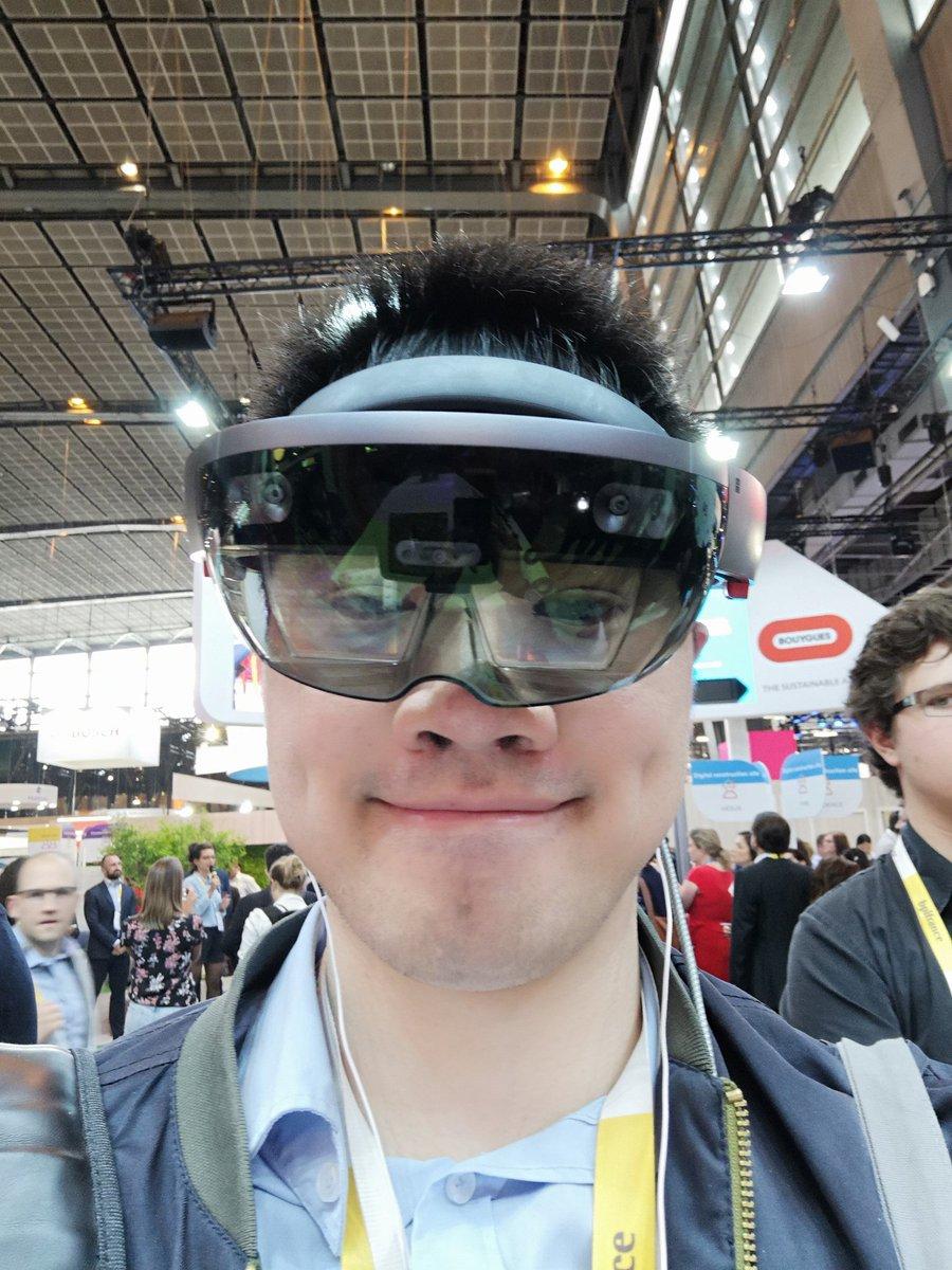 Avec les @HoloLens pour tester une application AR sur un jeu de Lego de Mr Operator .#VivaTech #VivaTech2018 #MicrosoftAI  - FestivalFocus