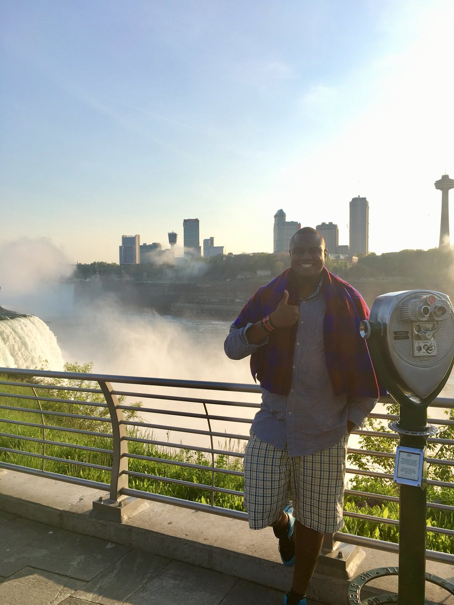 Niagara Falls with Toronto in the background...Peep Drake Views Towers in the back <br>http://pic.twitter.com/Q4R9uHh5Wt
