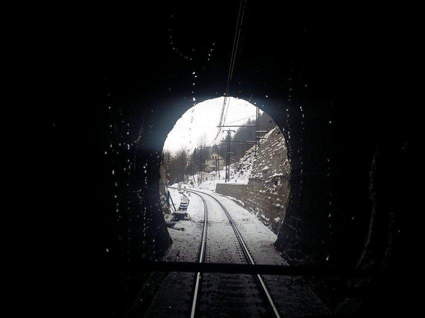 Бескидським тунелем проїха...