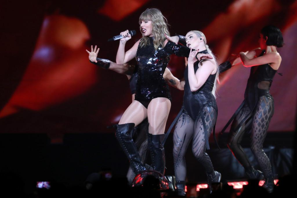 Review: Taylor Swift delivers near-perfect pop show in Bay Area bayareane.ws/2wAcFmP
