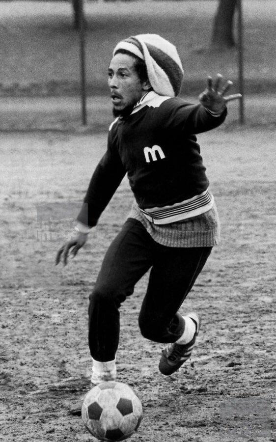 Bob Marley Jugando Al Futbol Ayer El Aniversario De Su Muerte Hoy