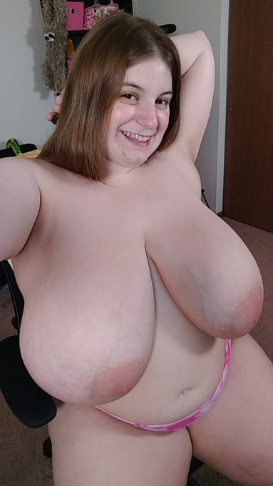 Happy Saturday! https://t.co/Su2vEAgWyV for links to all my profiles ❤️ #boobs #busty #tits https://t