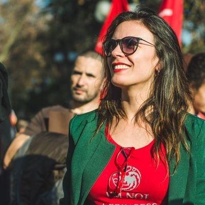 Para que lo entiendas claro!!  En la izquierda una joven Comunista ,quiere el comunismo en una Democracia.  En la derecha un joven cubano, quiere la Democracia en un país comunista. https://t.co/otKU6VxUV7