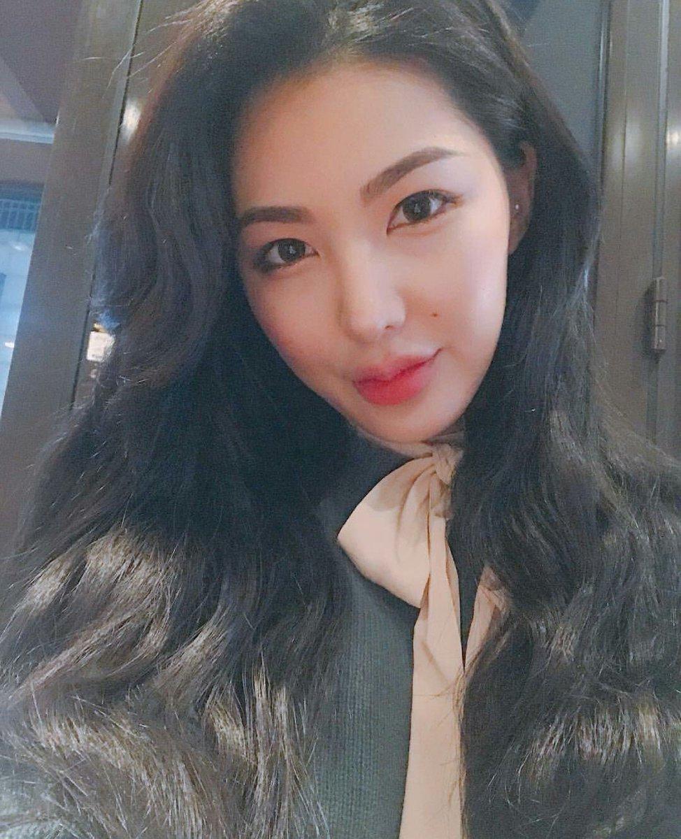Chiêm ngưỡng nhan sắc xinh đẹp của em gái Yoon Jisung: Fan cho rằng cô có thể trở thành thần tượng K-Pop! ảnh 9