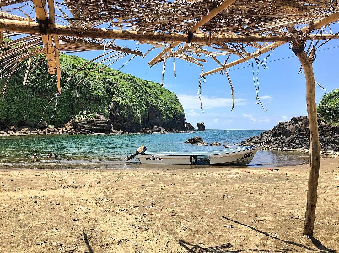 Playa Escondida se ubica en la zona de Los Tuxtlas.