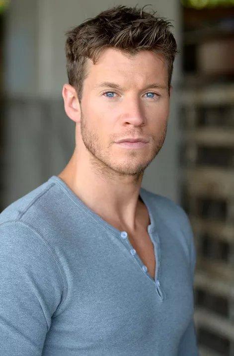 michael collins actor - 678×1024