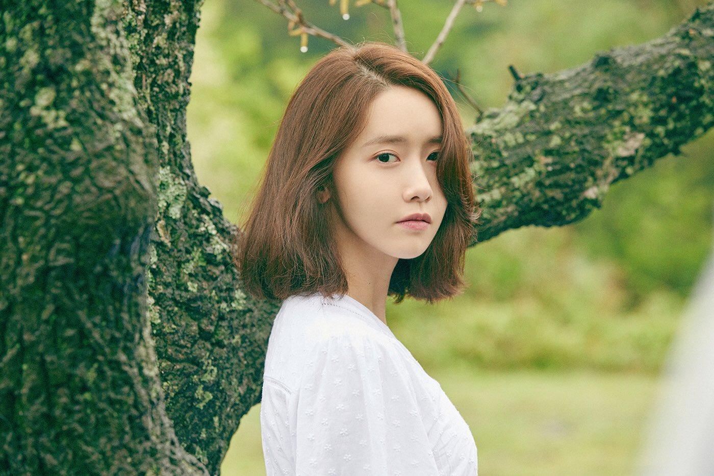 ภาพโปรโมตซิงเกิ้ล To You ของยุนอา