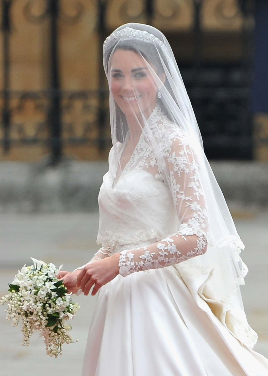 Vogue Australia V Twitter Everything You Ever Wanted To Know About Kate Middleton S Alexander Mcqueen Wedding Dress Https T Co Xaqzqwpe9a
