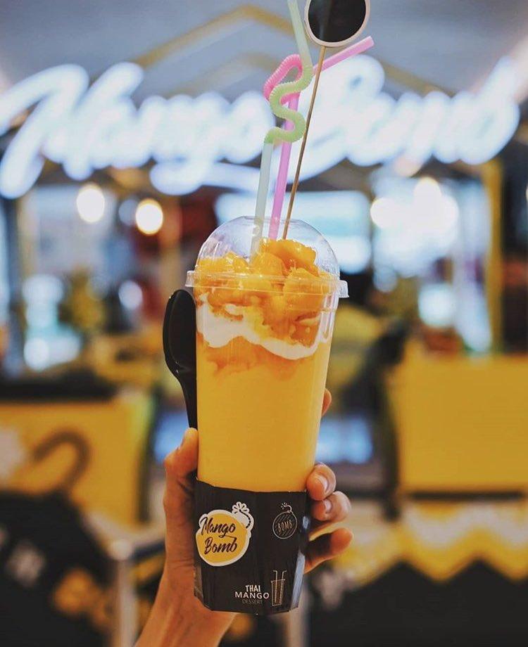How to stay cool in hot weather? Enjoy this big size of mango slush. Visit MANGOBOMB at level LG  #kuningancitymall #mangobomb #mangoslush #drink