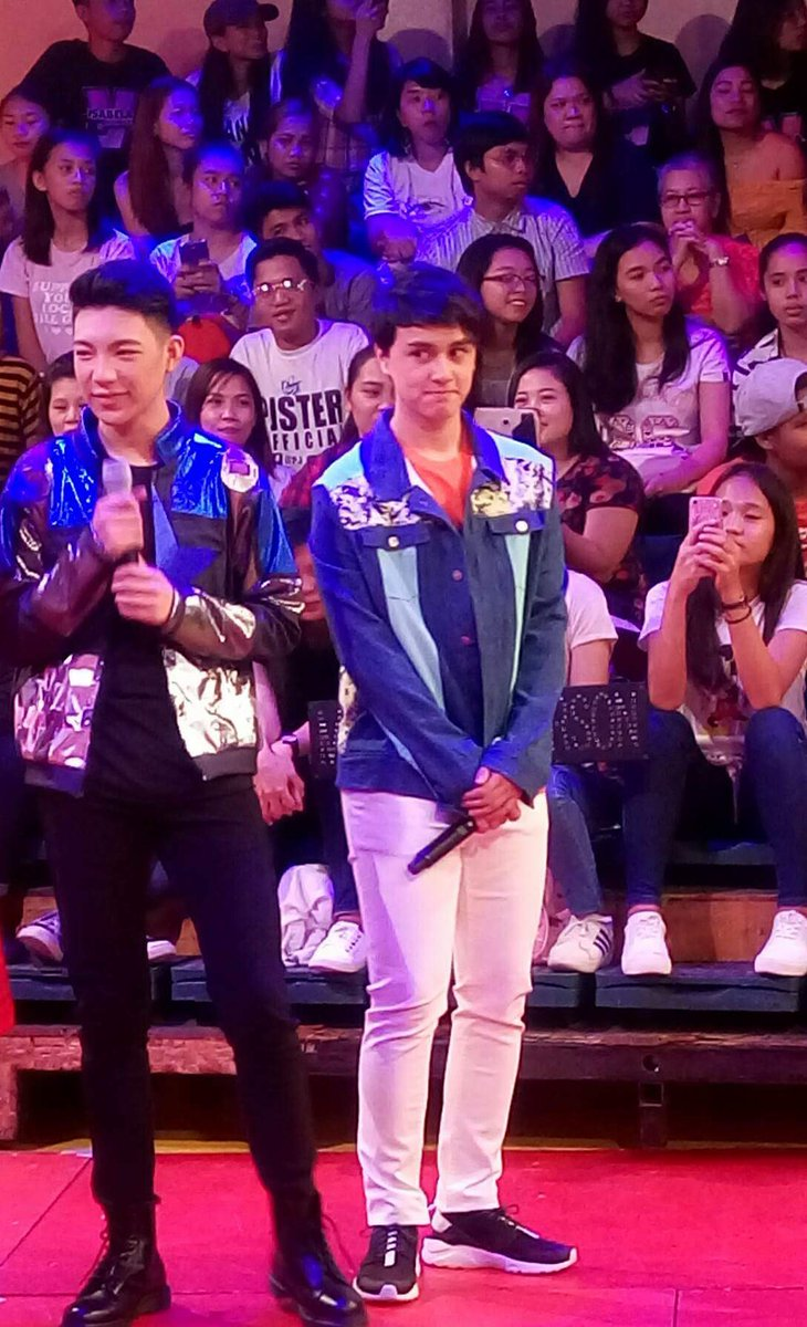 Thinking wat to say Mr Barber? Or spying your jowa? #MAYWARDxASAPMomsDay