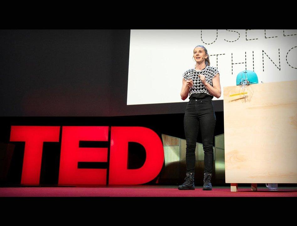 クソロボットの女王、TEDに登壇。彼女が発明を続ける心に涙する #人物 #動画 #エンターテインメント https://t.co/ZOZkOyl38Z