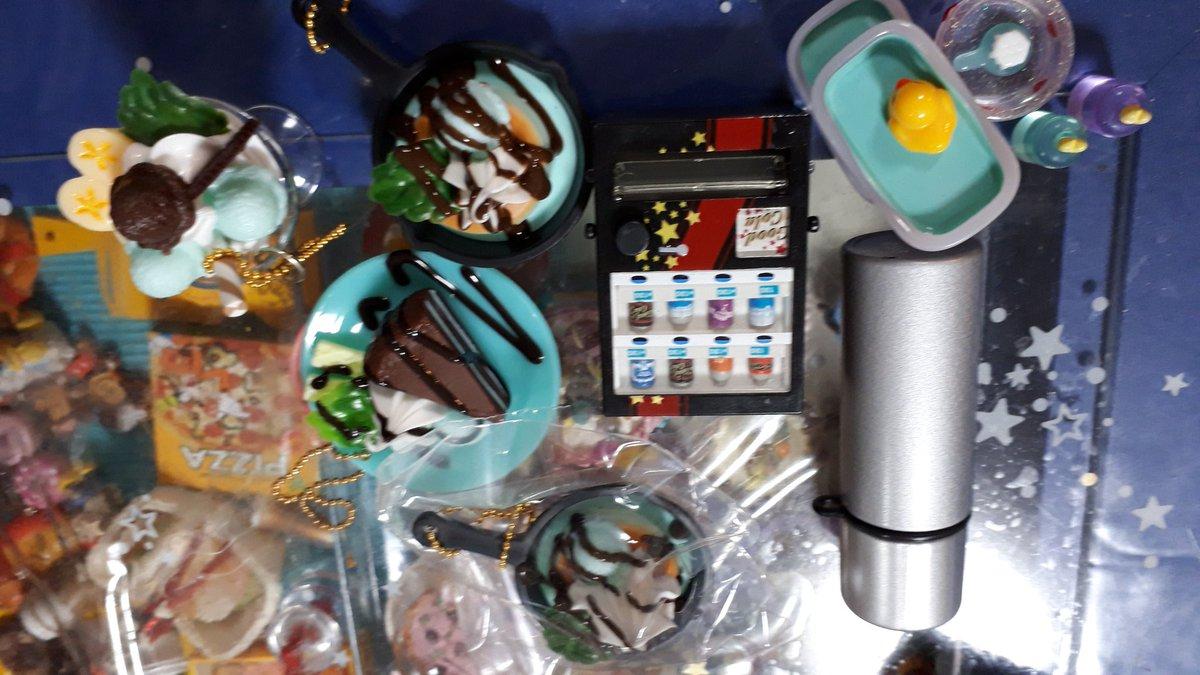 test ツイッターメディア - ダイソーのミニチュア買ったけど、ちょっと微妙。チョコミントと自販機と水筒のガチャやったけど、みんな大きさが微妙… #ダイソー #ミニチュア #チョコミント  #カプセルトイ https://t.co/MKCaUykLjz