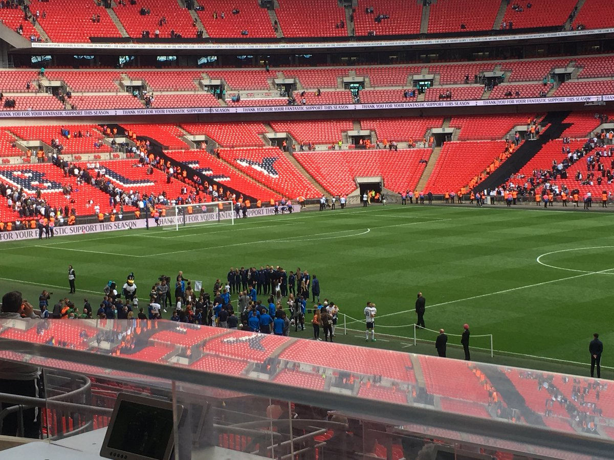George Sessions On Twitter Mauricio Pochettino Gets All Of His Backroom Staff Together For An End Of Season Picture At Wembley Thfc