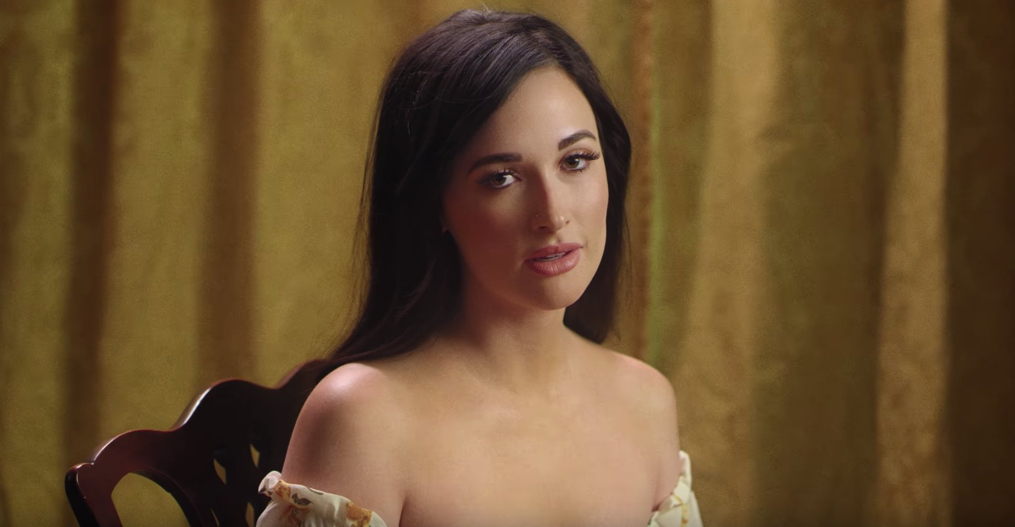 .@KaceyMusgraves has also just released a new music video for 'Mother.' Watch: https://t.co/fQMcfWiRiM https://t.co/ueSrgD1ijK