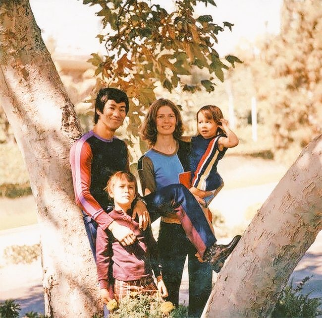 Bruce Lee - Biography, Wife, Son, Daughter, When and How ...