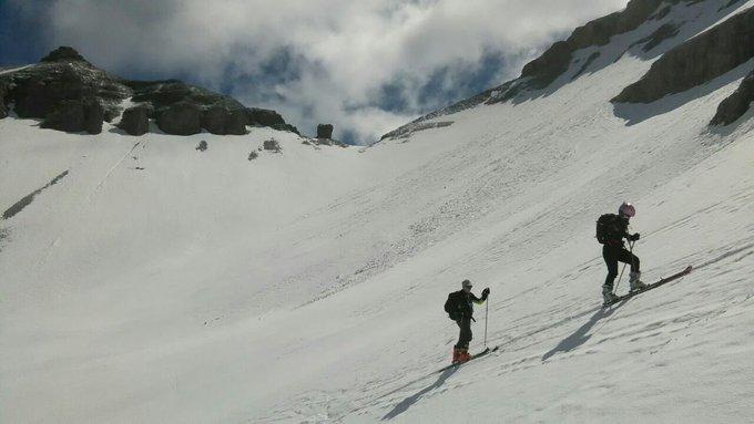 Sol y frío esta mañana en la ruta al Cotiella en Gistau/Chistau, Sobrarbe. Pero mucha nieve, que es lo que importa! 😍😍😍