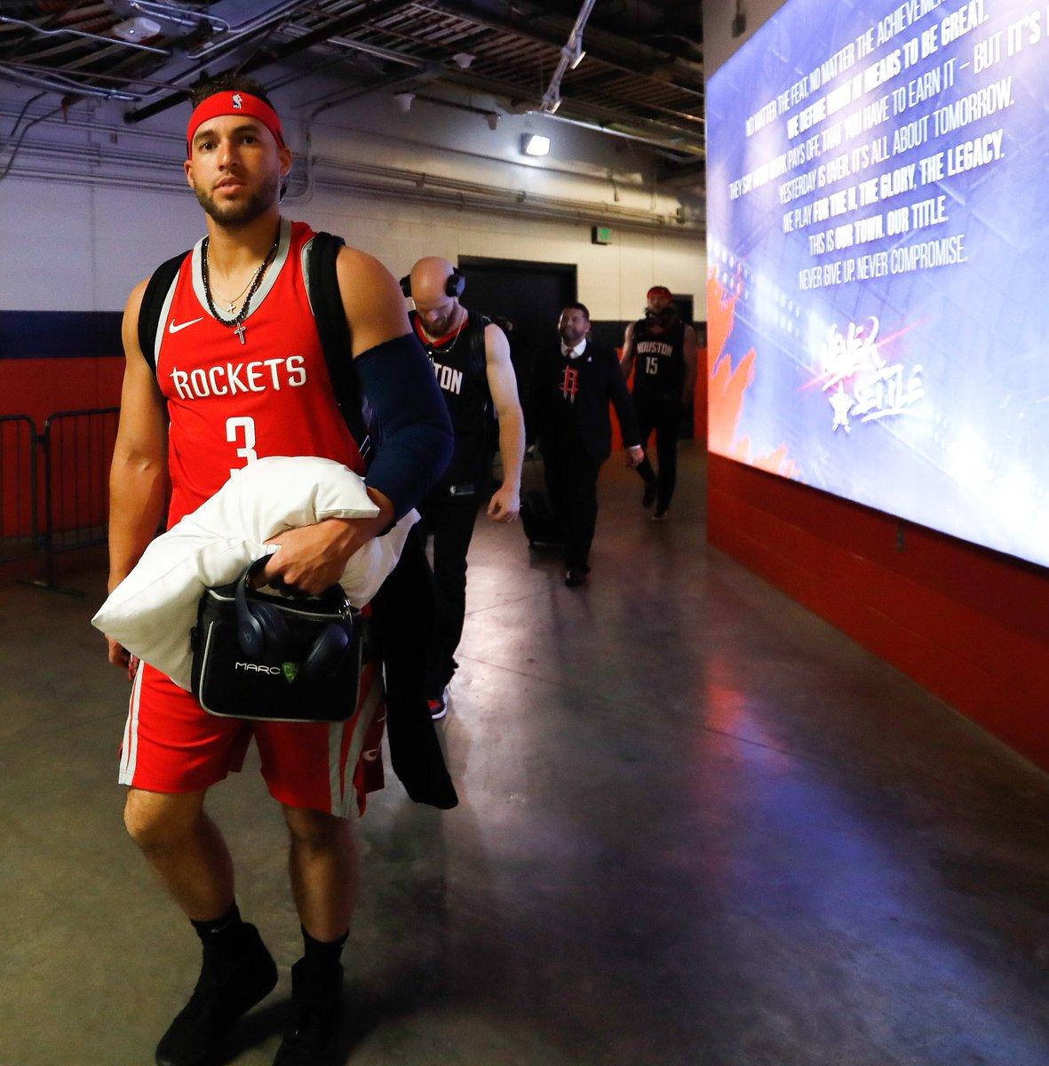 24a63a61f8c @Astros players head off to LA wearing @Rockets gear  #NBAFinalspic.twitter.com/x3aLS3jfYT