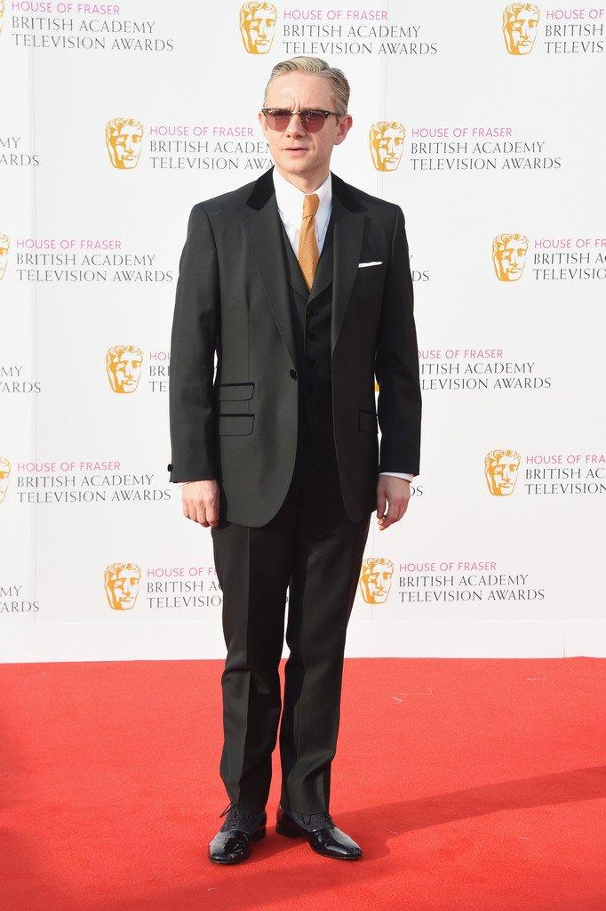 ←2016年   BAFTA   2018年→  同じスーツだけど、ネクタイやチーフなどの小物・ベストの有無・髭といった要素で、違う印象になる。おしゃれ番長マー。
