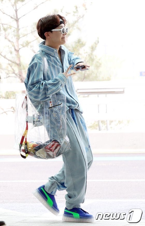 23328d54edfc4f hoseok??? is carrying a $7000 clear bag???? from chanel ????pic.twitter.com/6L7BQX71Bv