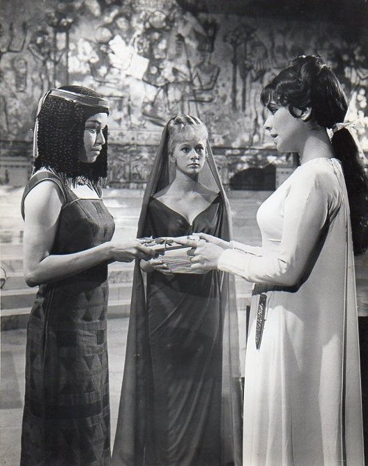 May 14 happy birthday FRANCESCA ANNIS (here as Eiras in Cleopatra, next to Elizabeth Taylor)
