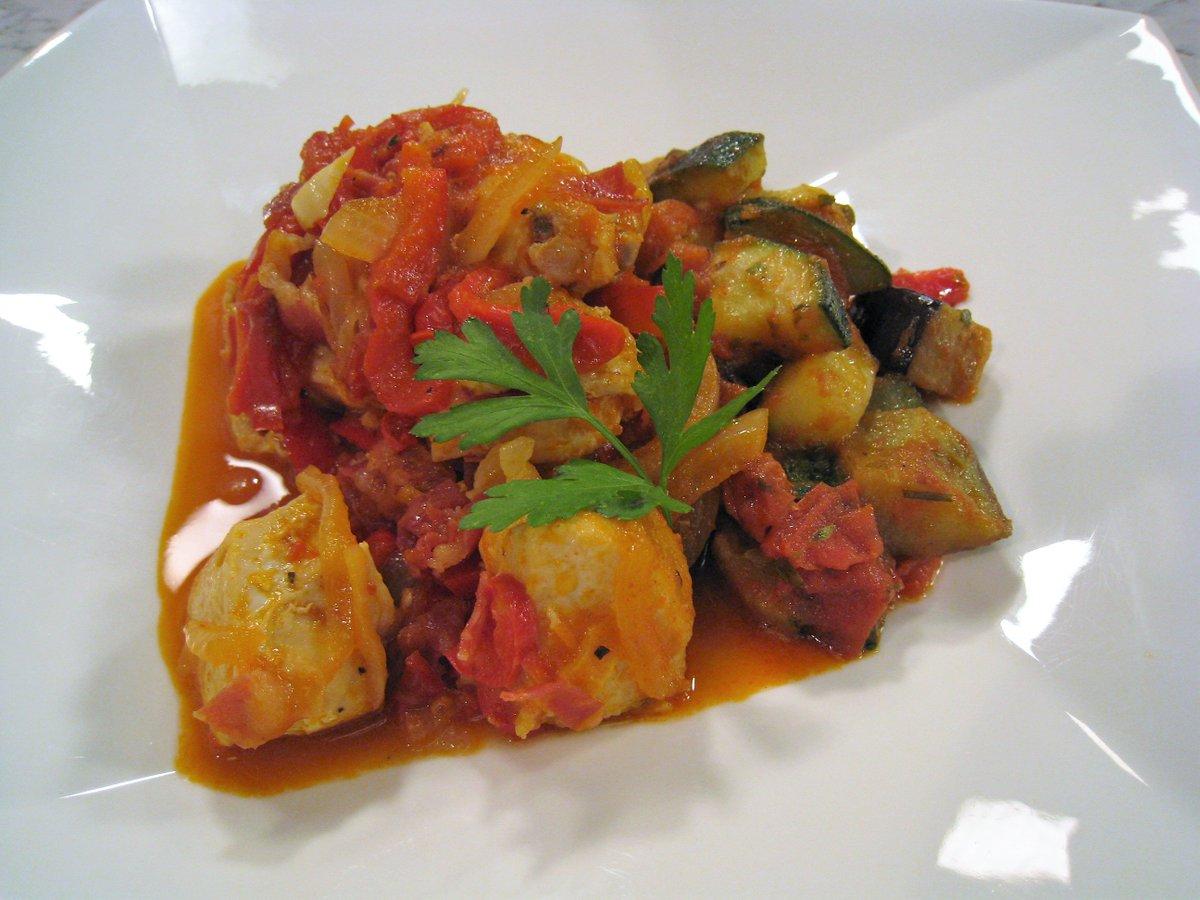 ... Y Queso J: Calamaritos En Salsa V: Pollo Al Chilindrón @canalsur 19:55h  ¿te Lo Vas A Perder? #gastronomía #recetas  #Andalucíapic.twitter.com/zBjfuvexY4