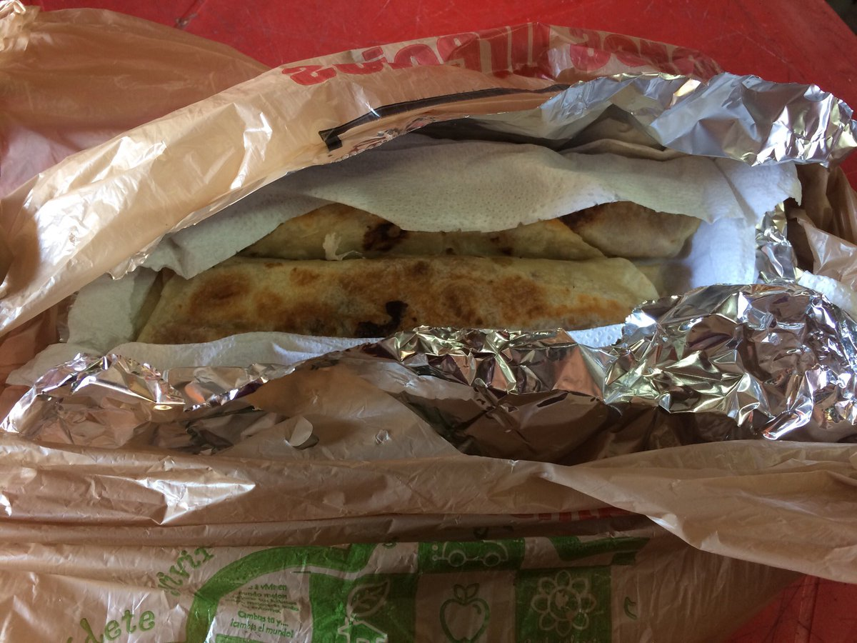 "Яαul Vιllαиυevα™ on Twitter: ""Burritos paseados empacados como debe ser...…  """