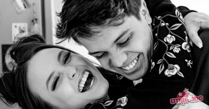 938f529fdc1d0 larissa manoela e leo cidade trocam declaracoes de amor em aniversario de  namoro veja os melhores