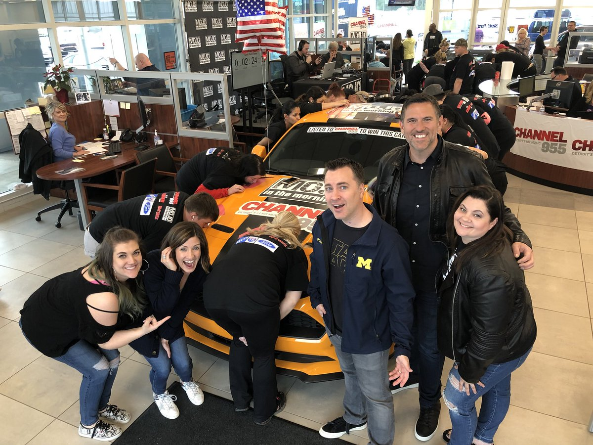 49 Contestants Are Left In Hour 5 Mojosmustang We Will Update You Over The Next Of Days When They Kissing To Win A 2018 Mustang At