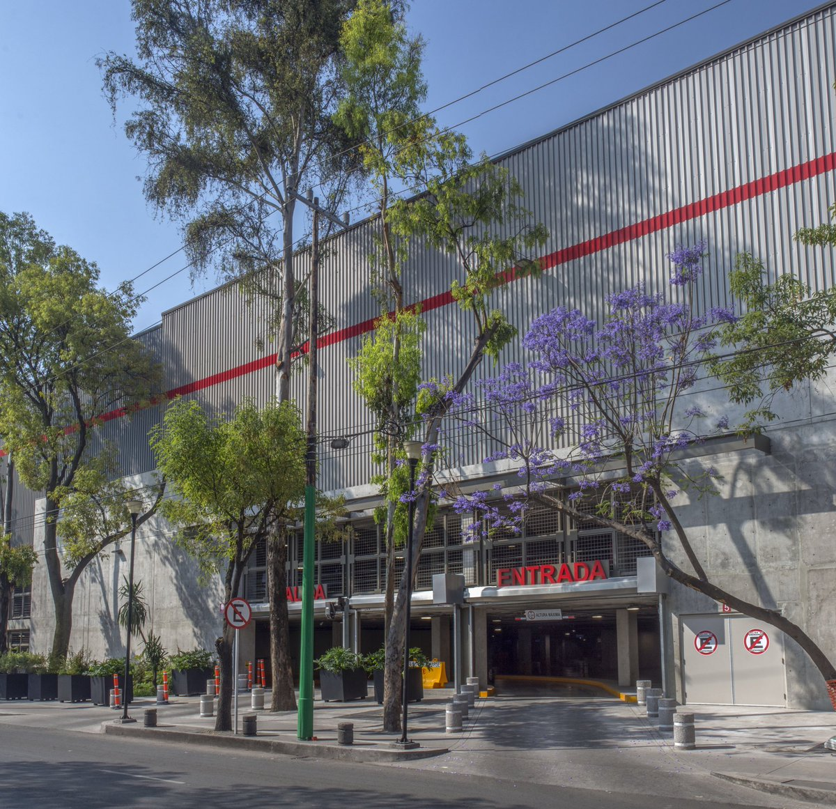 MG2 On Twitter Photos From The New Costco Warehouse In Mexico City Multi Story Building Has Four Autowalks And An Abundance Of Exterior Foliage