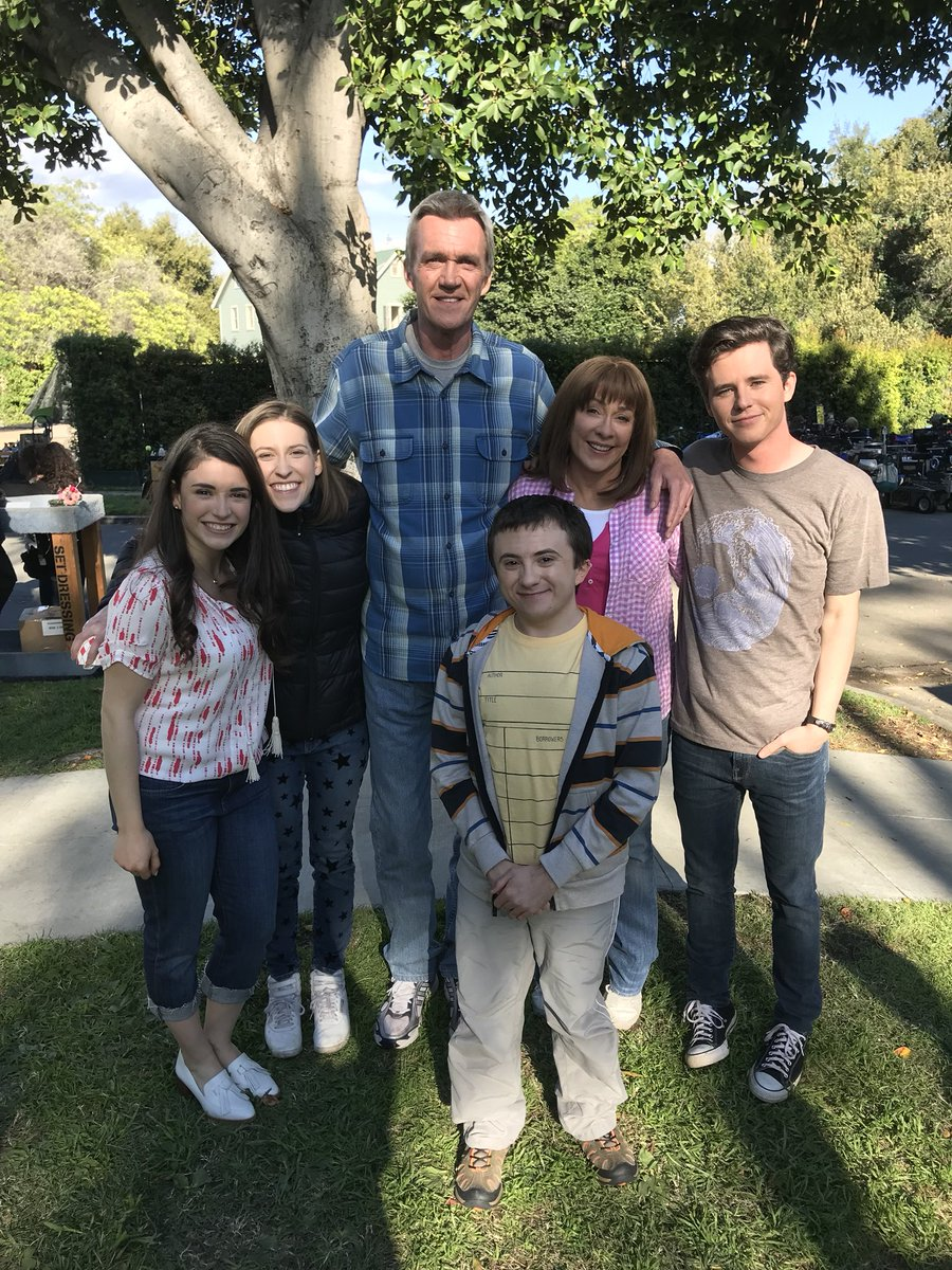 Daniela Bobadilla On Twitter Who S Watching Themiddle Abc Right Now Do You Think Axl Will Take The Denver Job I Think Frankie Needs A Hug Themiddle Https T Co Xlhtqnjwxw Troop mom, awake, anger management, perfect high, the. daniela bobadilla on twitter who s