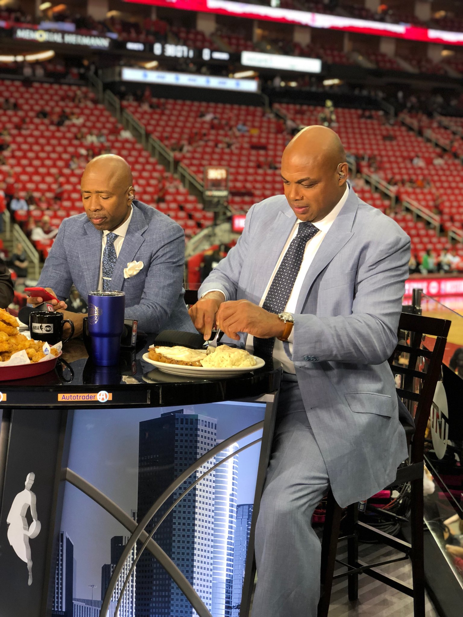 Find someone who looks at you the way Chuck looks at chicken fried steak. ��  #NBAPlayoffs https://t.co/mhVImw1Tsm