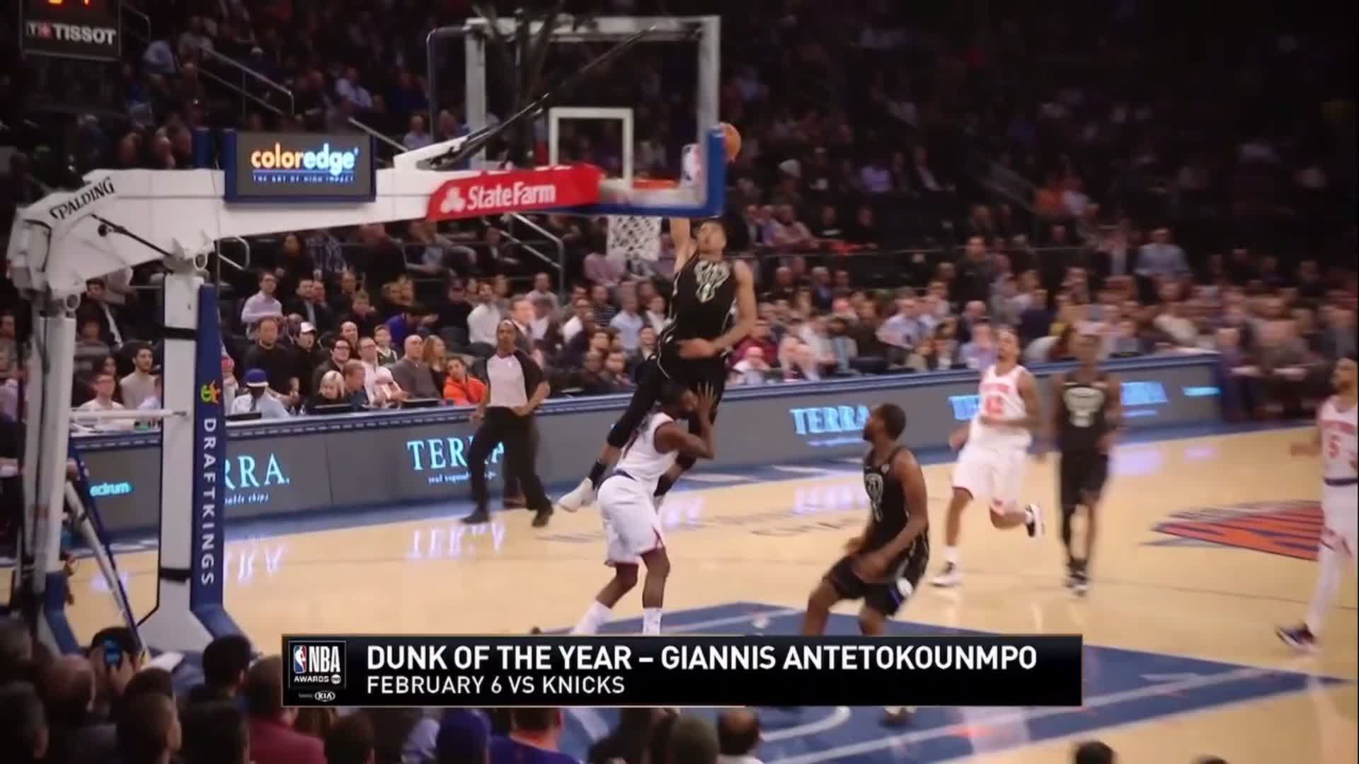 .@Giannis_An34 of the @Bucks wins the 2018 #DunkOfTheYear! ������  #NBAAwards https://t.co/pJVI2yip3w