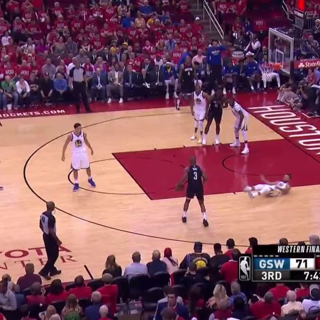 CP3 vs. Steph ��⛸  #NBAPlayoffs https://t.co/tkwDN8tVJU