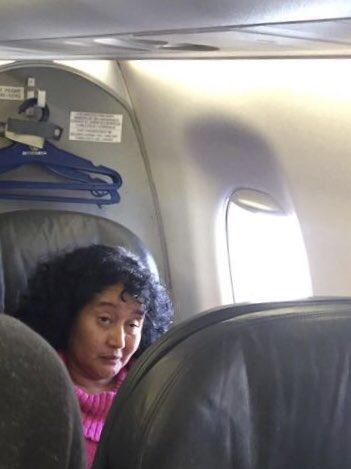 Mientras JaZmin viaja en primera clase, el presidente Morales viaja en clase turista.