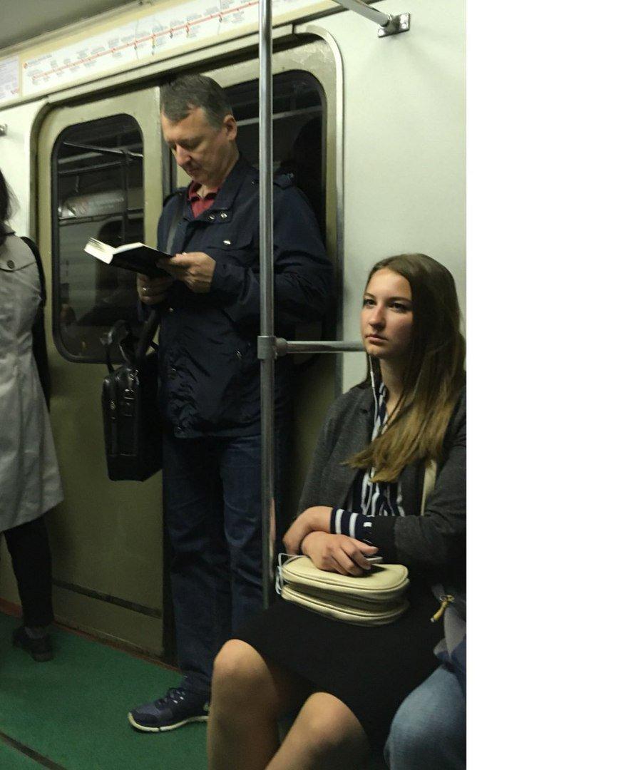 Девушка едет на работу девушки модели в комсомольск