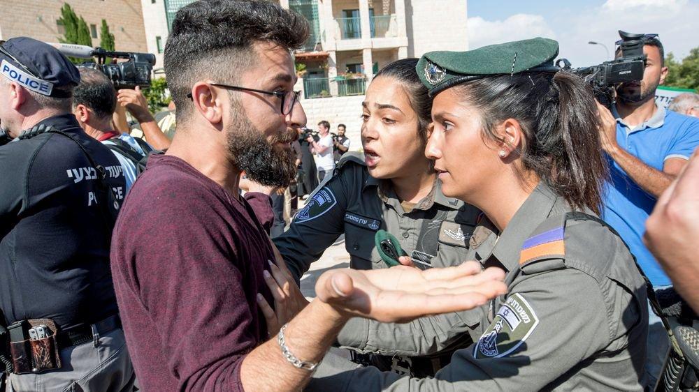 Palestinian protesters: 'Jerusalem is not Trump's city to give' https://t.co/3YJ9Lj8nHM https://t.co/x8RxStWc2D