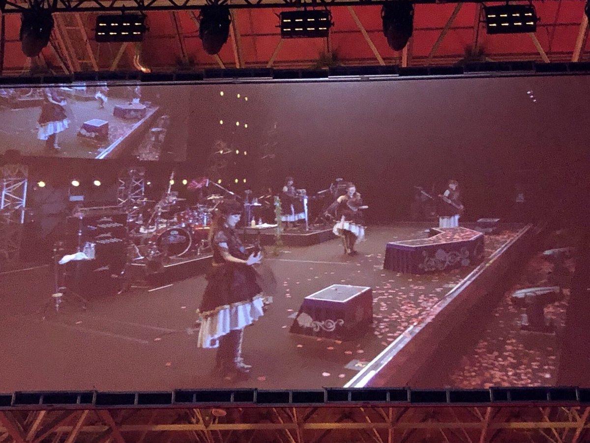 バンドリ5th -Ewigkeit-の思い出。  ステージから見た景色は本当に本当に綺麗だったなあ。  「熱色スターマイン」のギターソロ弾き終わった後に見た景色が1番感動した👐🏻