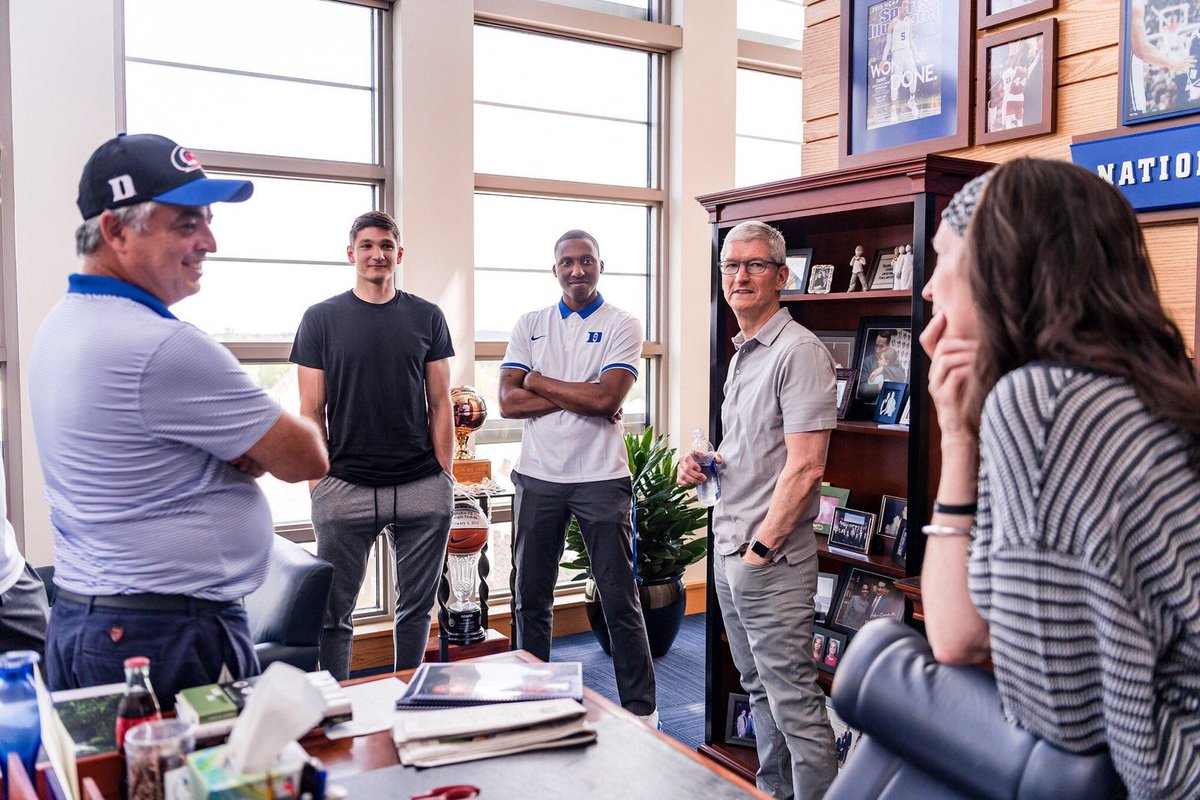 Eddy @Cue and @tim_cook toured Duke this weekend ahead of Cook&#39;s commencement address.  Eddy, a Duke alum, repped a #Canes College Colors hat!<br>http://pic.twitter.com/Q0etBop07j