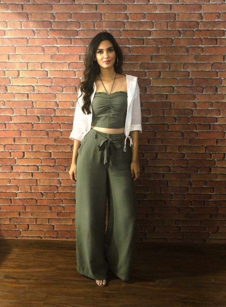 d54fd71fb21d #OOTD Styling: @stylebyami HMU: @shraddhamishra8 Outfit Credits:  #ClothAndStone #Maevepic.twitter.com/bDu49hxrVq