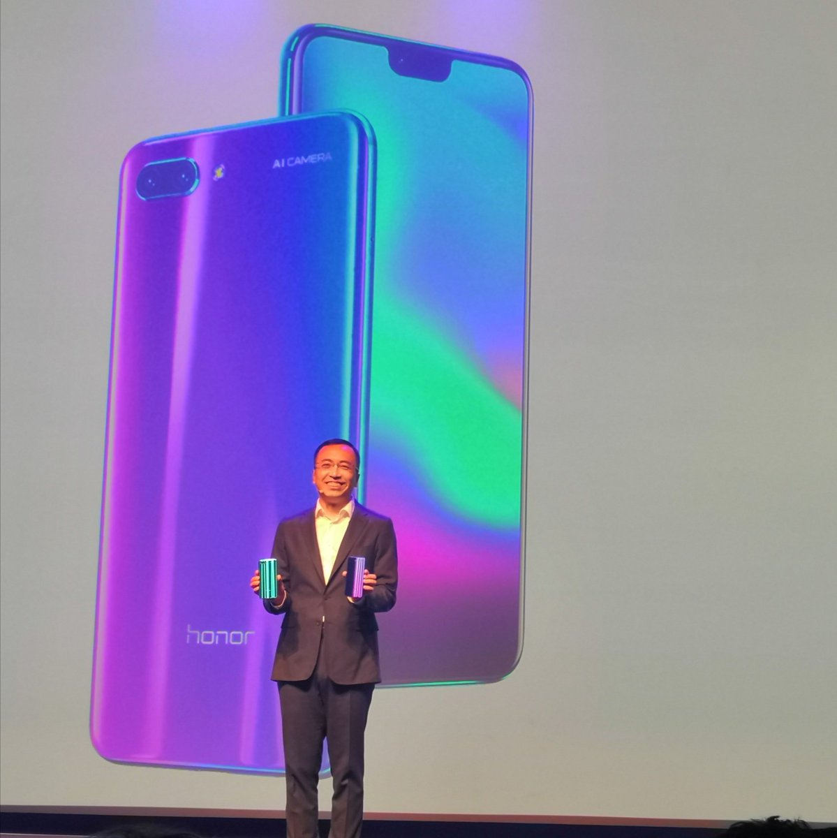 Its the #Honor10! Two very cool colours, Phantom Blue and Phantom Green.