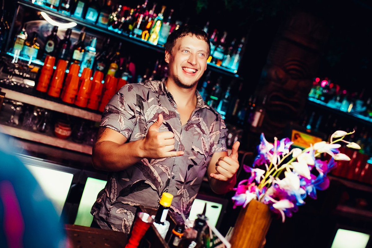 Ladies Night drinks are lined up....🍹🍹🍹🍹🍹 And Lewis @haguey92 is ready to keep all the Honeys refreshed tonight..🌊🌊🌊🌊 LAST ladies night of the season!  See you all tonight! . . For table reservations call or text Layla on +971 55 216 0181 - info@mahiki.ae https://t.co/lHiEcFSwcs