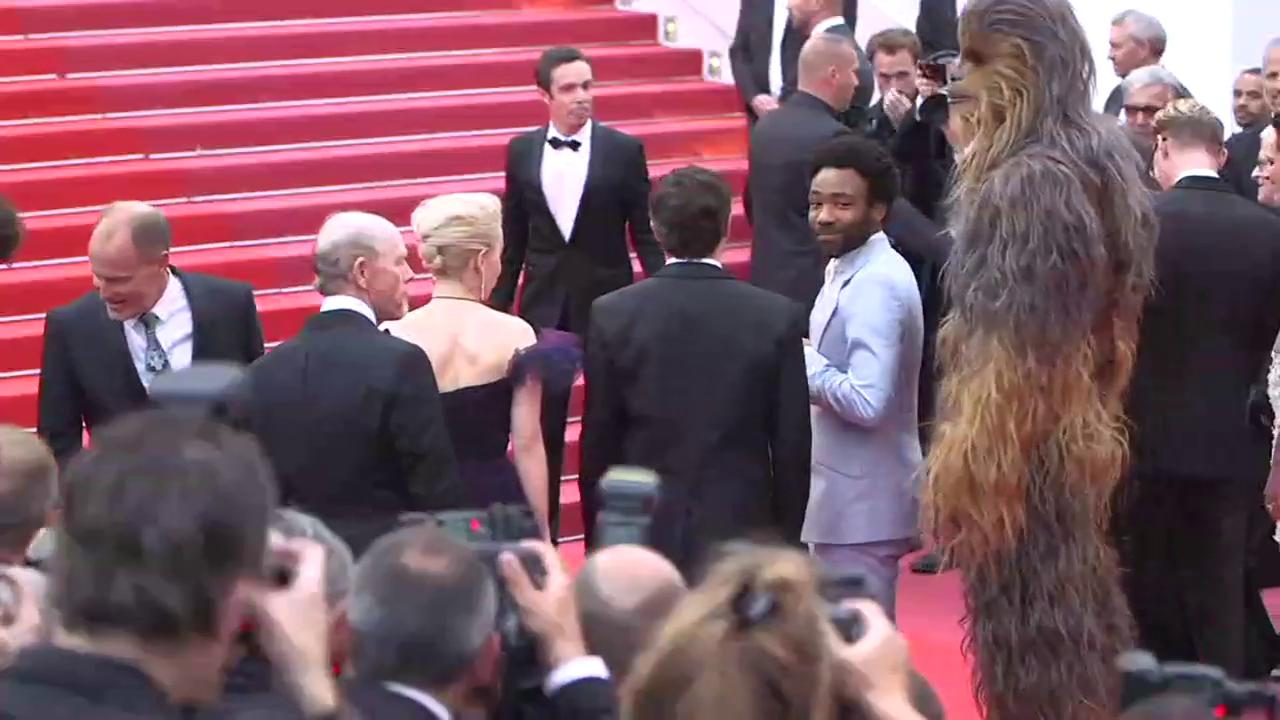 #SoloAStarWarsStory cast ascends the steps of the Palais at #Cannes2018 https://t.co/4QnOaFCjvg https://t.co/NMmLLDhdWK
